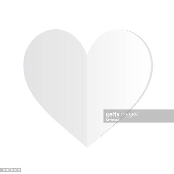 gefaltetes weißes papierherz auf weißem hintergrund - papierhandwerk stock-grafiken, -clipart, -cartoons und -symbole