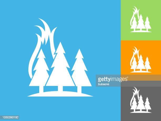 ilustraciones, imágenes clip art, dibujos animados e iconos de stock de incendio de bosque icono plano sobre fondo azul - incendio forestal