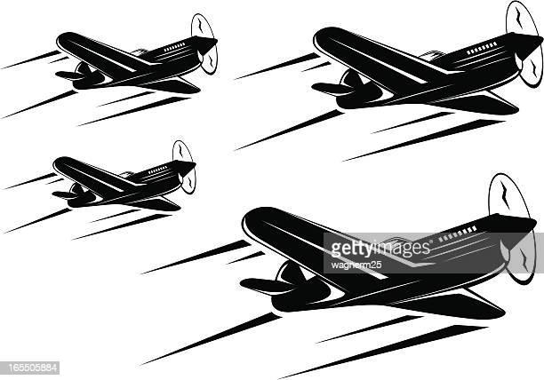 ilustrações de stock, clip art, desenhos animados e ícones de quatro clássicas planos de guerra squadron voar em formação - segunda guerra mundial
