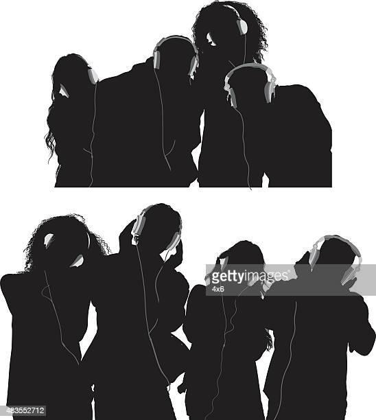 ilustraciones, imágenes clip art, dibujos animados e iconos de stock de amigos, escuchar música - mujer escuchando musica
