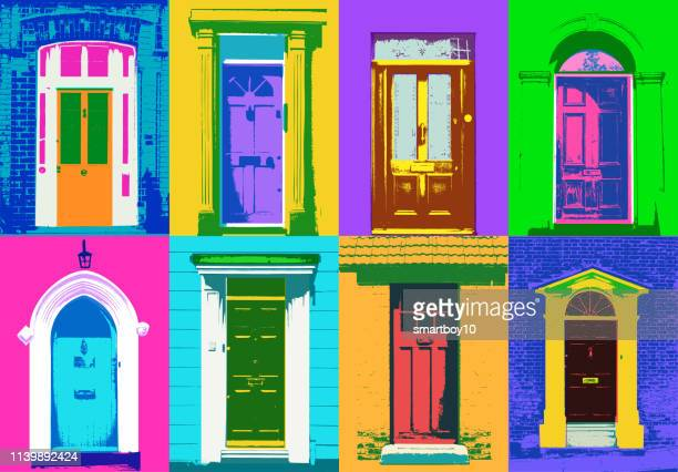 ilustrações, clipart, desenhos animados e ícones de portas dianteiras - sobressaindo nas multidões