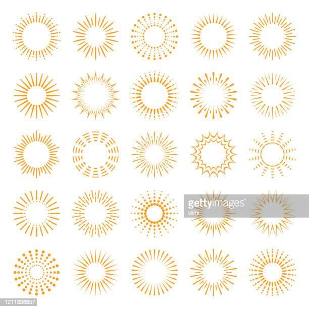 geometrische sunburst set - sonne stock-grafiken, -clipart, -cartoons und -symbole