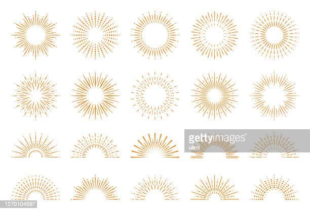 illustrations, cliparts, dessins animés et icônes de ensemble sunburst géométrique - élément graphique