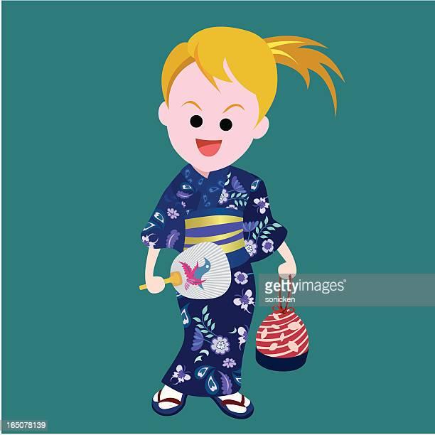 Mädchen tragen einen kimono n Halte uchiwa