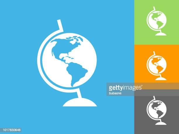 illustrations, cliparts, dessins animés et icônes de icône plate globe sur fond bleu - hémisphère