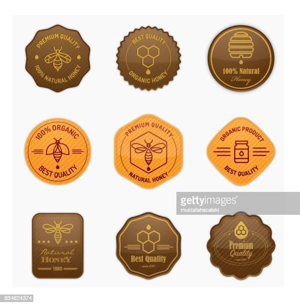 illustrations, cliparts, dessins animés et icônes de brillants badges apiculture et au miel - ruche