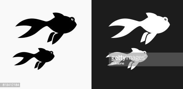 illustrations, cliparts, dessins animés et icônes de icône de poisson d'or sur fond de vector noir et blanc - poisson rouge