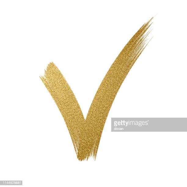 gold glitter icon. zeckenschild. checkmark ok icon. glitzergoldener pinselstrich auf weißem hintergrund - häkchen schriftsymbol stock-grafiken, -clipart, -cartoons und -symbole