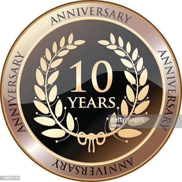 goldener hochzeitstag shield-zehn jahren - 10 11 jahre stock-grafiken, -clipart, -cartoons und -symbole