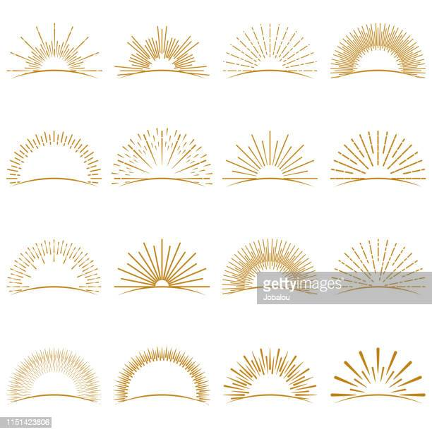 ilustraciones, imágenes clip art, dibujos animados e iconos de stock de golden burst sunset rays collection - puestadesol