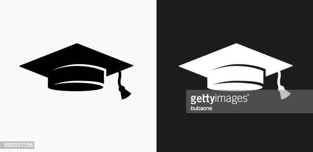 ilustraciones, imágenes clip art, dibujos animados e iconos de stock de sombrero de graduación icono en blanco y negro vector fondos - birrete