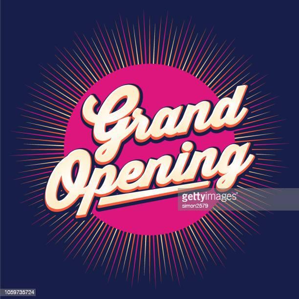 illustrations, cliparts, dessins animés et icônes de conception de bannière grande ouverture avec fond de couleur starburst. - soirée de lancement