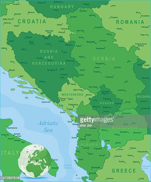 grüne karte der central balkanregion-staaten und städte - montenegro stock-grafiken, -clipart, -cartoons und -symbole
