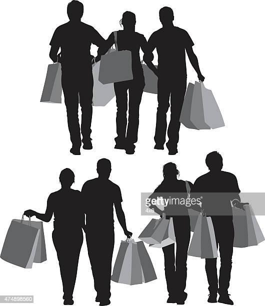 Grupo de amigos con bolsas de la compra