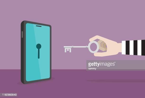 illustrations, cliparts, dessins animés et icônes de hacker utilise une clé avec un téléphone mobile - touche de clavier