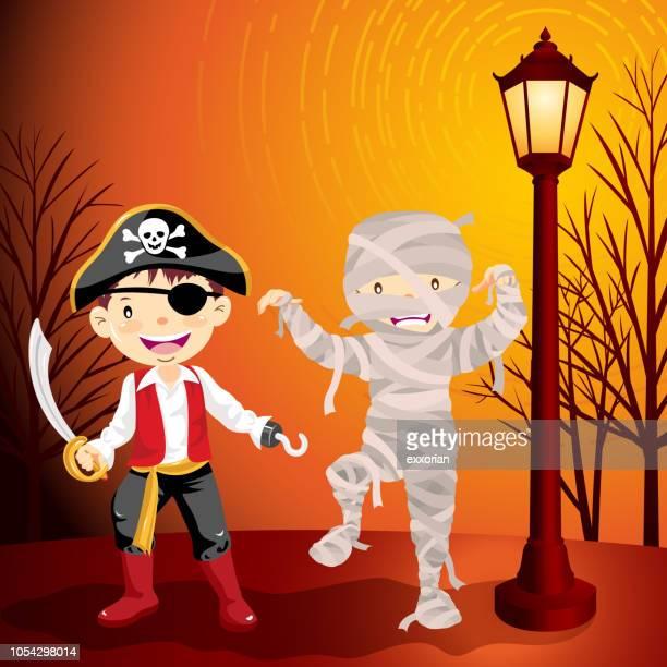 Momia de Halloween y disfraces de pirata