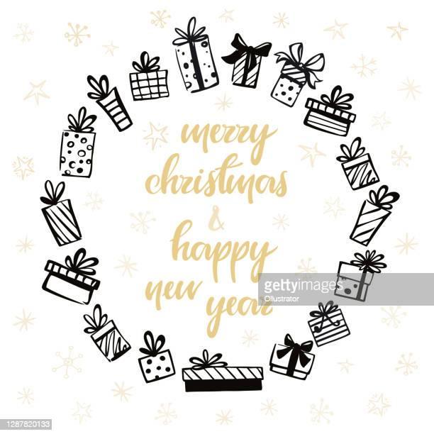 """hand gezeichnete weihnachtsgeschenke kranz mit der inschrift """"frohe weihnachten und glückliches neues jahr"""" - quadratisch komposition stock-grafiken, -clipart, -cartoons und -symbole"""