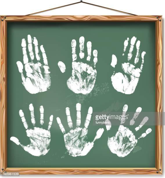 ilustraciones, imágenes clip art, dibujos animados e iconos de stock de huella en pizarra - huella de mano