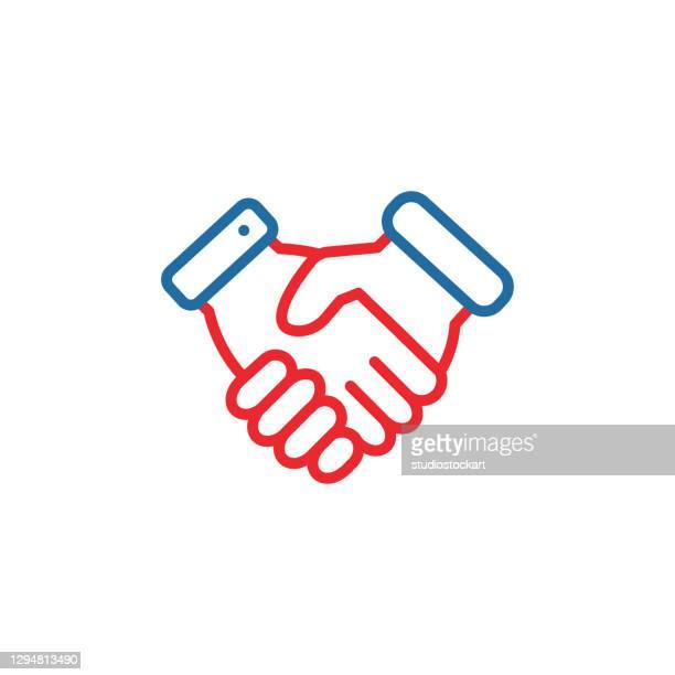 illustrazioni stock, clip art, cartoni animati e icone di tendenza di icona linea handshake.tratto modificabile - scuotere