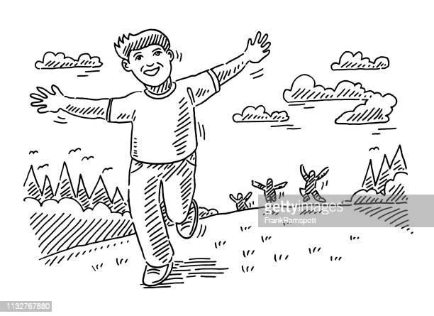 Glückliche Kinder rennen draußen