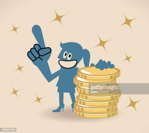 ilustraciones, imágenes clip art, dibujos animados e iconos de stock de feliz sonriente mujer de negocios (mujer, muchacha) pie apoyado en una pila de monedas de oro (dinero) y un discurso con el dedo índice apuntando hacia arriba - madre trabajadora