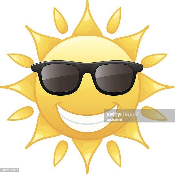 ilustraciones, imágenes clip art, dibujos animados e iconos de stock de feliz sonriendo radiant amarillo sol de verano lleva gafas de sol vector illustration - sol en la cara