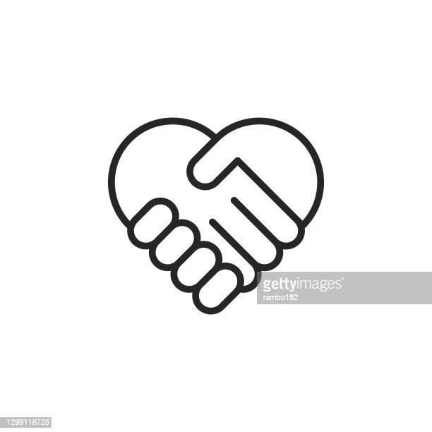 ilustraciones, imágenes clip art, dibujos animados e iconos de stock de icono vectorial de línea de apretón de manos en forma de corazón. trazo editable. pixel perfecto. para móviles y web. - prometido relación humana