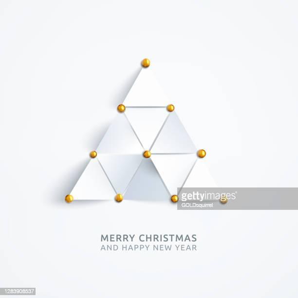 holiday card design mit abstrakter komposition bestehend aus gleichseitigen dreiecken mit goldenen stiften auf dem weißen normalpapier hintergrund gepinnt - vektor-illustration mit realistischen schatten 3d-effekt und freie orte auf ihre eigenen wünsche - brooch stock-grafiken, -clipart, -cartoons und -symbole