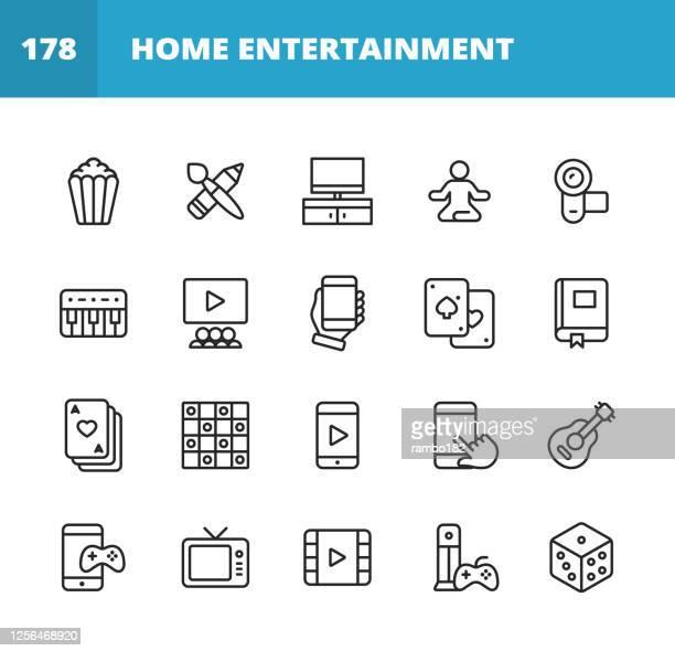 ilustrações, clipart, desenhos animados e ícones de ícones da linha de entretenimento doméstico. golpe editável. pixel perfeito. para mobile e web. contém ícones como pipoca, filme, suprimentos de arte, pintura, desenho, câmera, teclado, celular, livros de leitura, poker, damas, vídeo móvel, jogos m - arts culture and entertainment