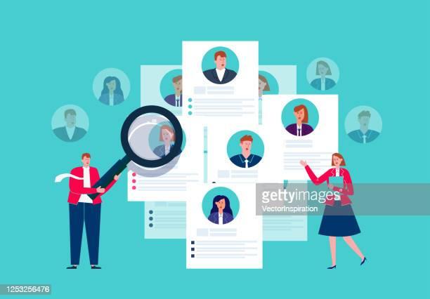 人事検索、履歴書、採用、拡大鏡を保有する人事部門、履歴書を選択 - 人材採用点のイラスト素材/クリップアート素材/マンガ素材/アイコン素材