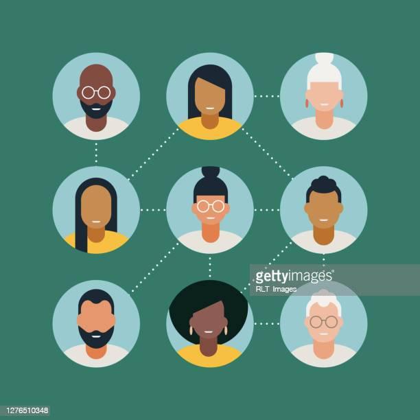 illustration verschiedener erwachsener avatare, die durch gepunktete linien miteinander verbunden sind - diversität stock-grafiken, -clipart, -cartoons und -symbole
