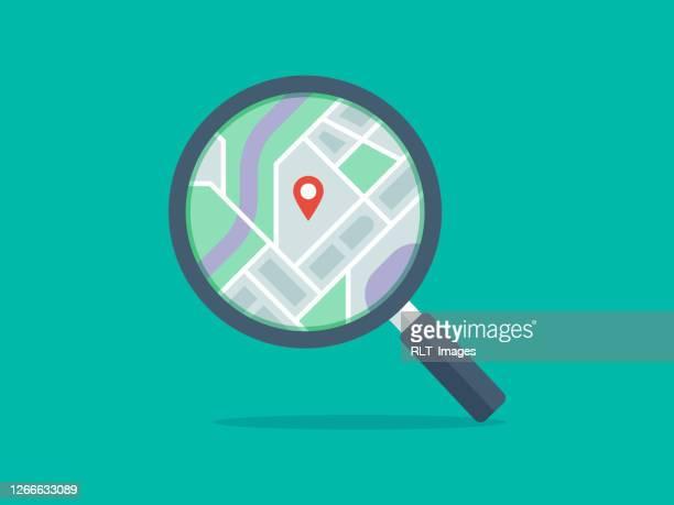ilustraciones, imágenes clip art, dibujos animados e iconos de stock de ilustración de la lupa con mapa en la lente - lupa instrumento óptico