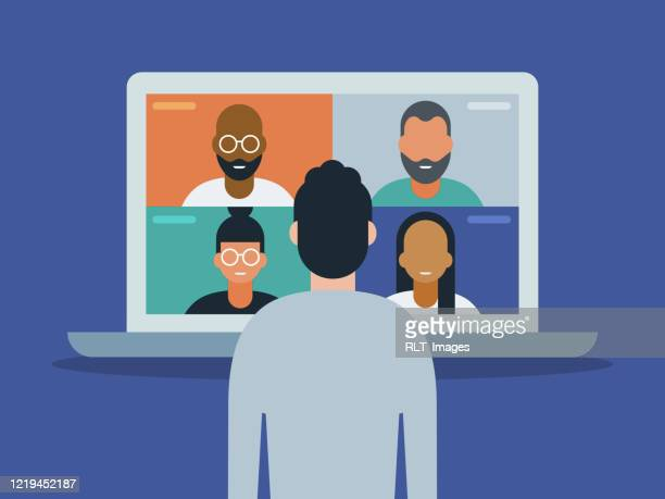 illustrations, cliparts, dessins animés et icônes de illustration de l'homme utilisant l'ordinateur portatif pour la vidéoconférence - seulement des adultes