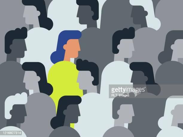 illustration der einzigartigen frau in der menschenmenge - individualität stock-grafiken, -clipart, -cartoons und -symbole