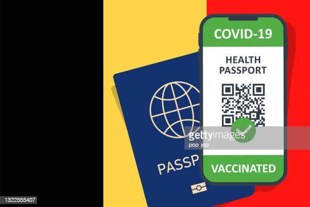 stockillustraties, clipart, cartoons en iconen met immune health passport certificate in smartphone voor belgië. covid-19 vaccinatiedocument. vectorillustratie - een pass geven
