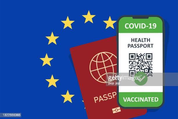 stockillustraties, clipart, cartoons en iconen met immuungezondheidspaspoortcertificaat in smartphone voor europese unie. covid-19 vaccinatiedocument. vectorillustratie - een pass geven