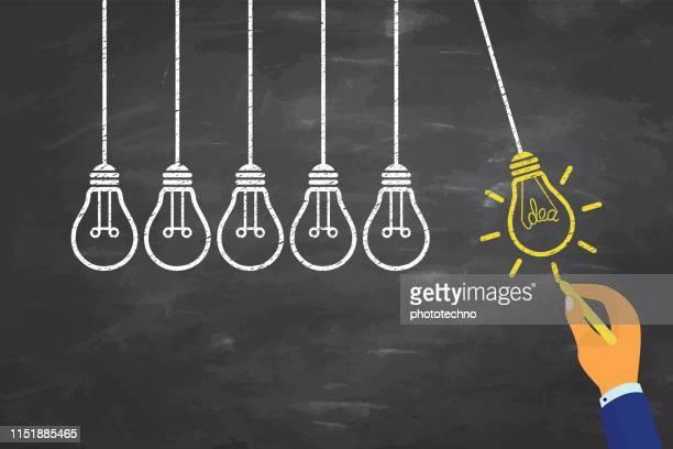 黒板の背景に電球と革新的なアイデアの概念 - 解決策点のイラスト素材/クリップアート素材/マンガ素材/アイコン素材