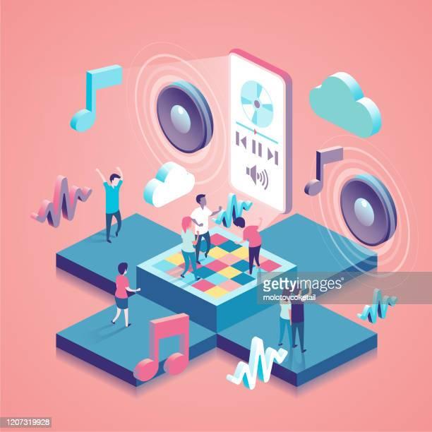 illustrazioni stock, clip art, cartoni animati e icone di tendenza di illustrazione concetto isometrico con le persone - altoparlante hardware audio