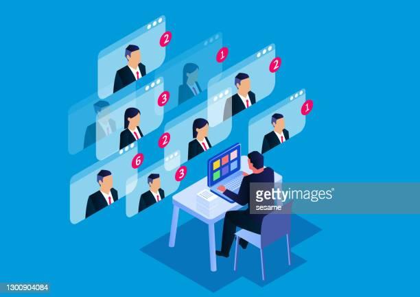 isometrische videokonferenz, online-geschäftstreffen und online-kommunikation - geschäftsbesprechung stock-grafiken, -clipart, -cartoons und -symbole