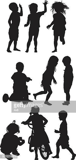 Kinder mit verschiedenen Aktivitäten