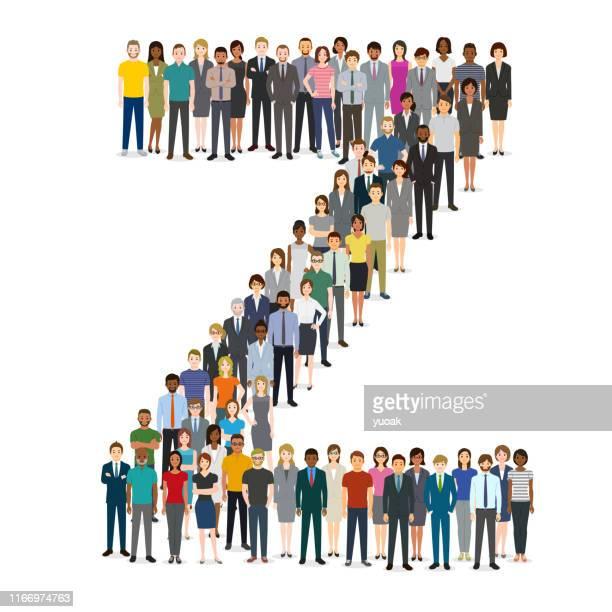 Grand groupe de personnes se rassemblant dans la lettre Z
