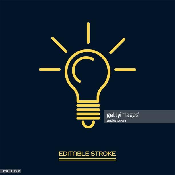 illustrazioni stock, clip art, cartoni animati e icone di tendenza di icona della linea della lampadina. tratto modificabile - lampadina