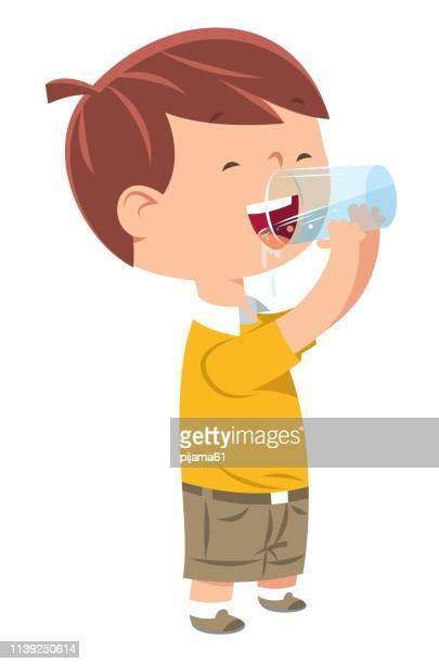 ilustraciones, imágenes clip art, dibujos animados e iconos de stock de el niñito bebe agua - agua potable