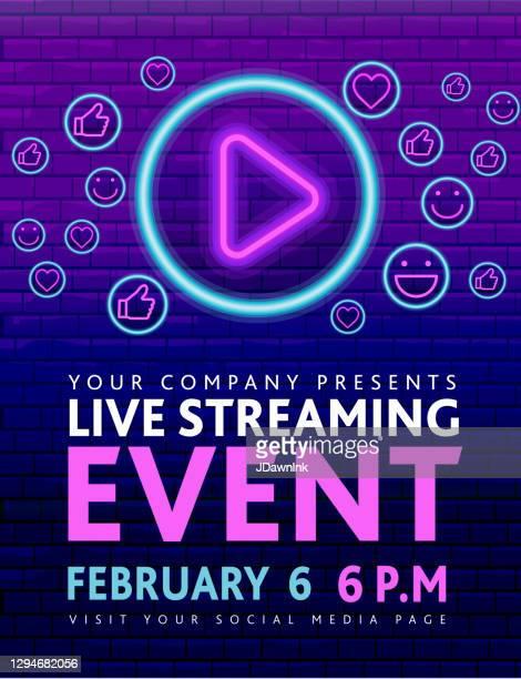 ライブストリーミングイベントネオンサインコンサートのソーシャルメディアバナーデザイン、紫色のレンガの壁に再生ボタンのコンセプト - バーチャルイベント点のイラスト素材/クリップアート素材/マンガ素材/アイコン素材