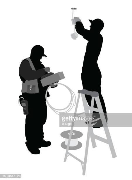 ilustraciones, imágenes clip art, dibujos animados e iconos de stock de alambre vivo electricistas - electricista
