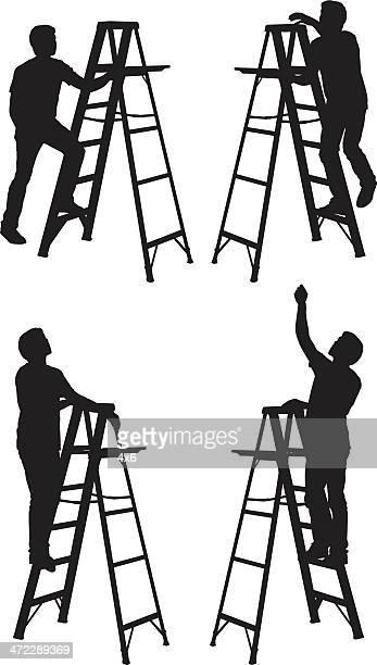 Mann Klettern Sie die Leiter