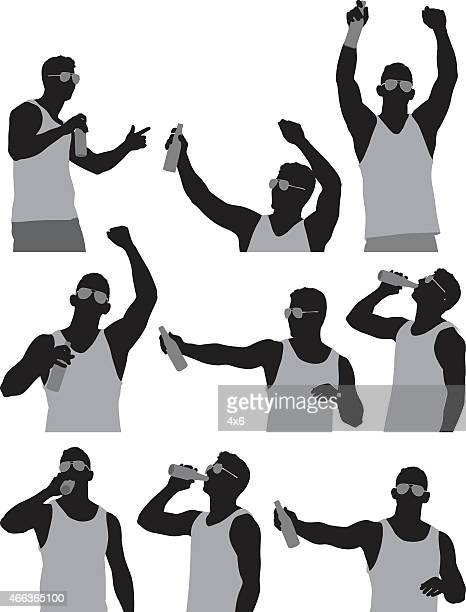 ilustraciones, imágenes clip art, dibujos animados e iconos de stock de hombre bebiendo cerveza - agarrar