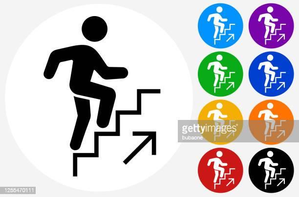 ilustraciones, imágenes clip art, dibujos animados e iconos de stock de hombre subiendo el icono de las escaleras - moverse hacia arriba