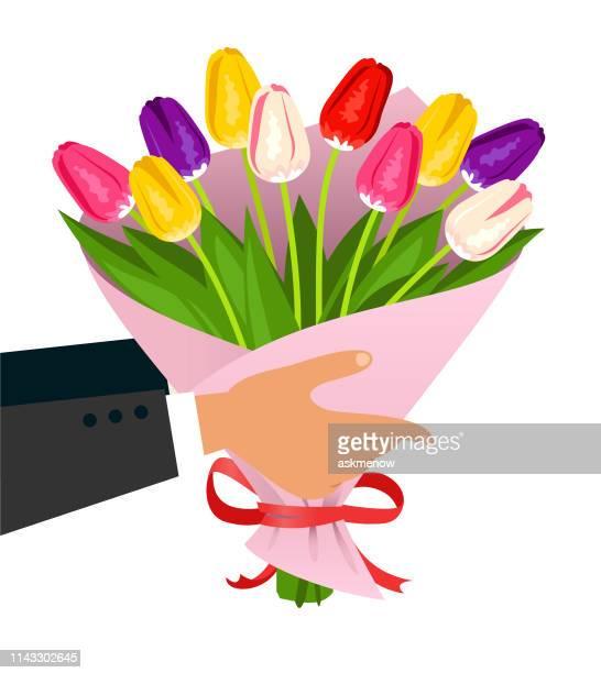 illustrations, cliparts, dessins animés et icônes de mains d'homme retenant un bouquet de tulipes - bouquet de fleurs