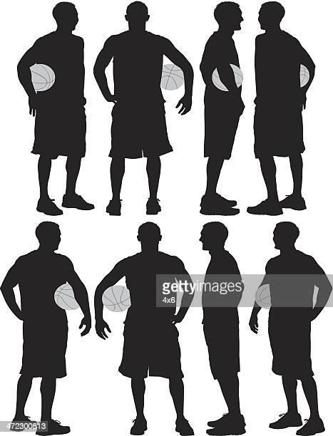 ilustraciones, imágenes clip art, dibujos animados e iconos de stock de hombre posando con una de básquetbol - jugador de baloncesto